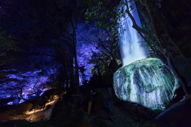Exhibition view of teamLab: A Forest Where Gods Live – earth music&ecology, 2018, Takeo Hot Springs, Kyushu, Japan  © teamLab teamLab is represented by Pace Gallery