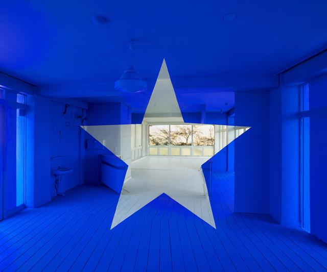 ジョルジュ・ルース 《アートプロジェクト in 宮城》 2013年 デジタルプリント、壁紙 120×160cm:「カタストロフと美術のちから展」森美術館