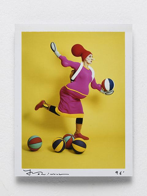 森村泰昌, イッセイを着る, 1996, 拡散転写方式印画, 13.1×10.2cm:「森村泰昌 「私」の年代記 1985〜2018 」シュウゴアーツ