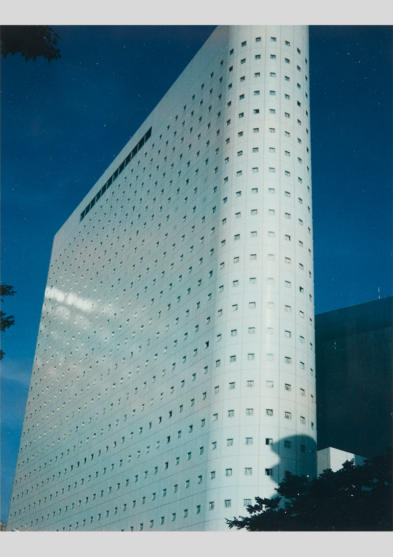 築地仁、「母型都市」、1983-1984 年、ポラロイド、11.4 x 8.9 cm © Hitoshi Tsukiji / Courtesy of Taka Ishii Gallery Photography / Film:築地仁「母型都市」タカ・イシイギャラリー フォトグラフィー/フィルム