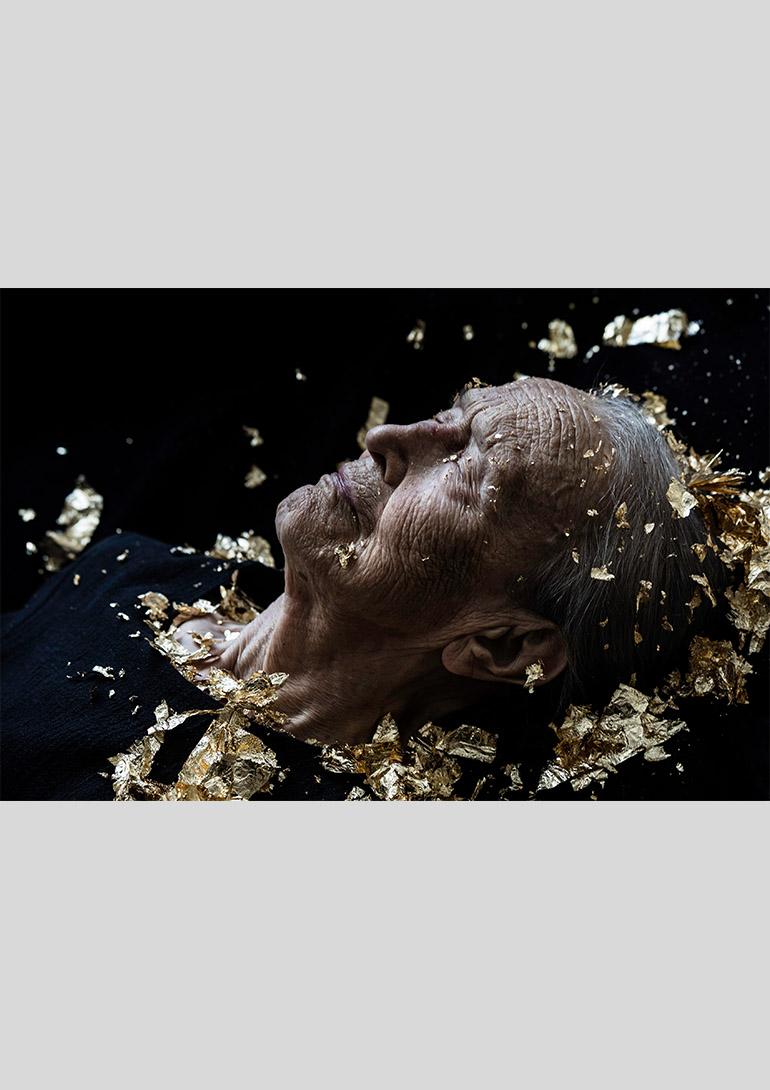 《Helmiriitta》 (2016) Photograph 40 x 60 cm:マリタ・リウリア展「Golden Age」スパイラルガーデン