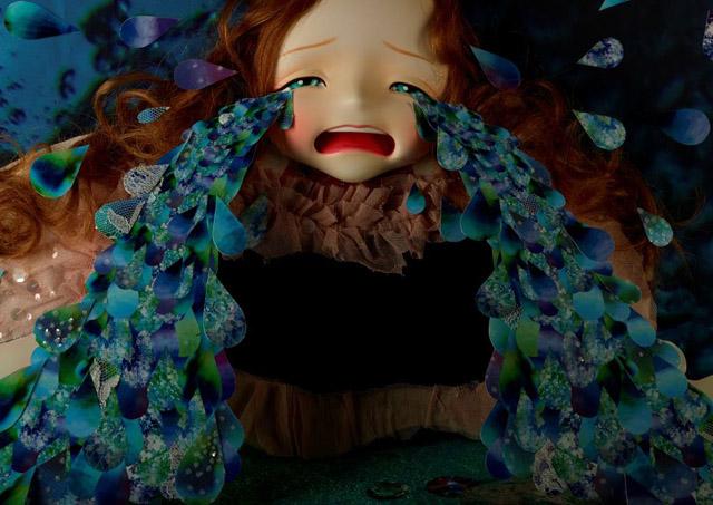 清川あさみ「涙の池」©AsamiKiyokawa/Little More 2013:「不思議の国のアリス展」神戸展 兵庫県立美術館