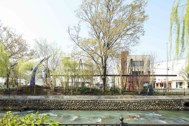 太陽の鐘 前橋市広瀬川河畔:「岡本太郎と『今⽇の芸術』 絵はすべての⼈の創るもの」アーツ前橋