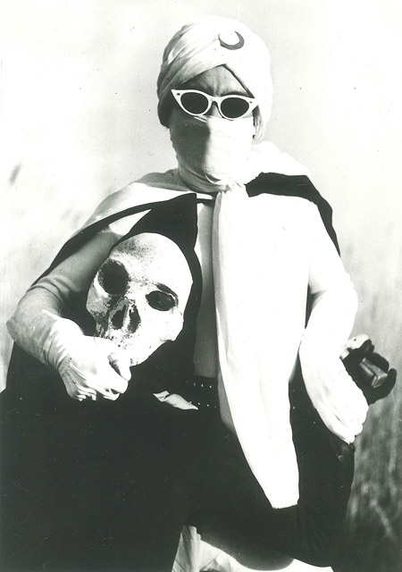 『月光仮面』1958 年 © 川内康範/宣弘社:「Oh !マツリ☆ゴト 昭和・平成のヒーロー & ピーポー」兵庫県立美術館