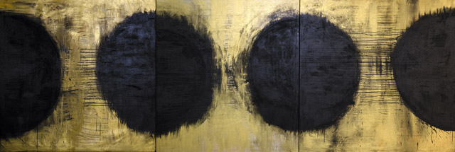 《Black Planets》(2015) Acryl, pigments, lava and gold leaf on canvas. 185 x 555 cm:マリタ・リウリア展「Golden Age」スパイラルガーデン