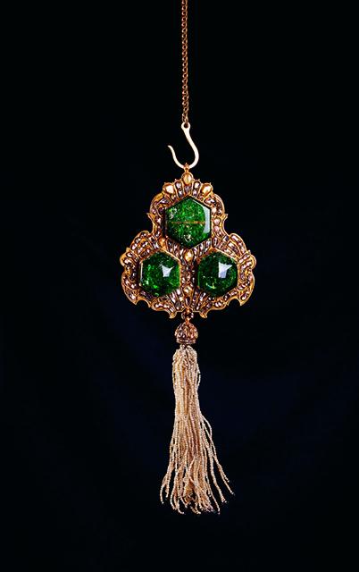 《玉座用吊るし飾り》 18世紀後半 トプカプ宮殿博物館蔵