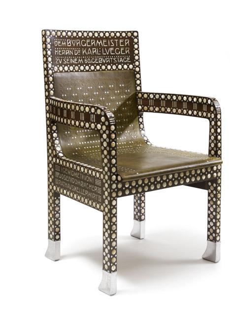 オットー・ヴァーグナー《カール・ルエーガー市長の椅子》1904年 ローズウッド、真珠母貝による象嵌、アルミニウム、革H99 cm, W63 cm ウィーン・ミュージアム蔵 ©Wien Museum / Foto Peter Kainz