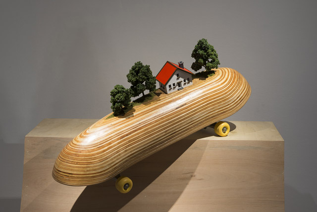 ボーダーライン/BOARDER LINE W760×D190×H370(mm) スケートボード・木・模型材料 / skate board・wood・mixed media 2016 Photo © KATO ken