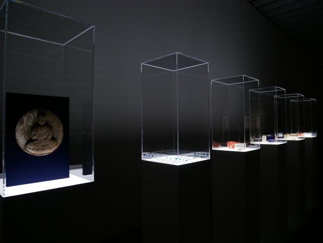 「杉本博司 瑠璃の浄土」展示風景 ©Hiroshi Sugimoto