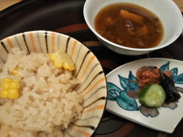 食事 玉蜀黍 土鍋御飯、赤だし、香の物