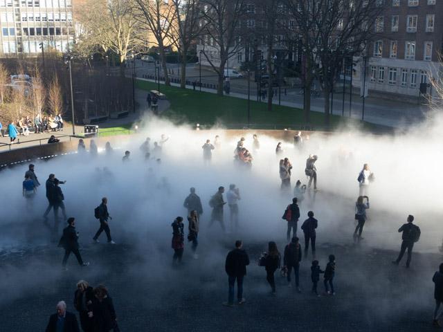 """中谷芙二子《Fog sculpture #03779 """"London Fog""""》2017/BMW Tate Live Exhibition: Ten Days Six Nights(テート・モダン/ロンドン)"""